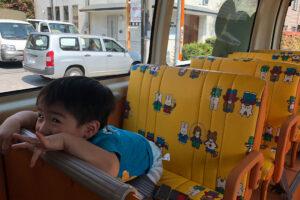 乗車中も英語で楽しく通学 / ノックノック送迎車を紹介